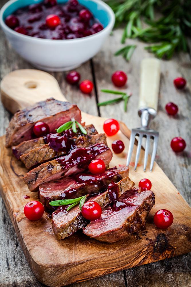 Roastbeef mit herzhafter Preiselbeer-Soße - Marcher Fleischwerkstatt